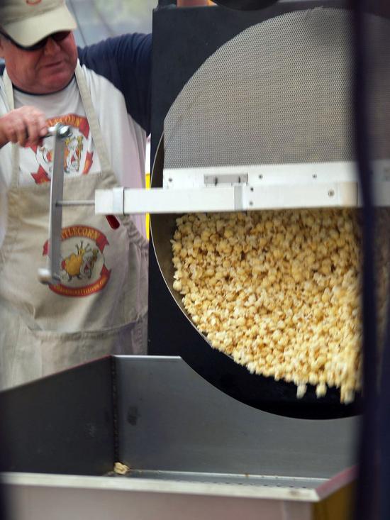 Cranking Kettle Corn 06